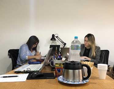 mulheres-trabalhando-midias-sociais